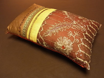 saree_cushion.jpg